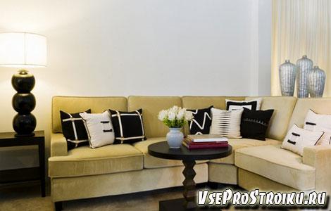 Украшаем диван подушками