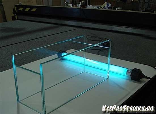 На какой клей клеить стекло