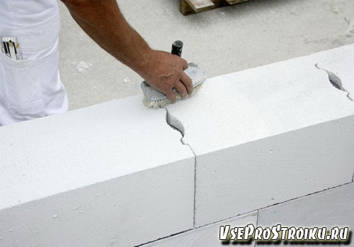 Как выложить стены из газобетона