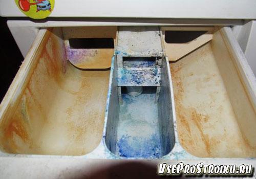 Чем убрать окаменевший стиральный порошок в приемном лотке