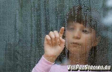 Причины запотевания пластиковых окон